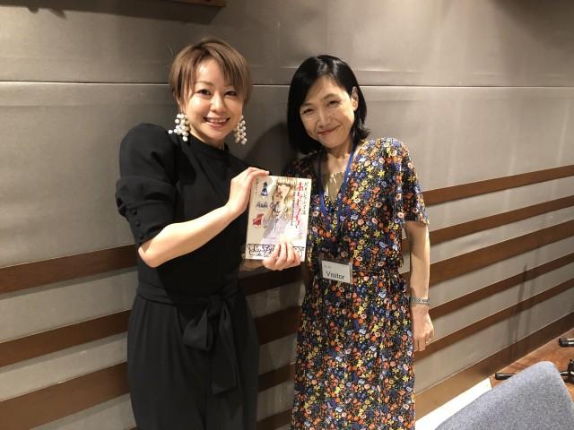 声優の田村睦心さんと作家、イラストレーターの米澤よう子さんの話を盗み聞き・・・田村さんが憧れの米澤さんと初対面!米澤さんが「パリジェンヌ」の立ち振る舞いを田村さんに伝授・・・